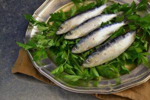 Manger des sardines pour le bronzage